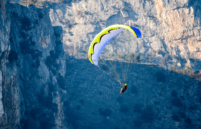 Paragliding and hang gliding