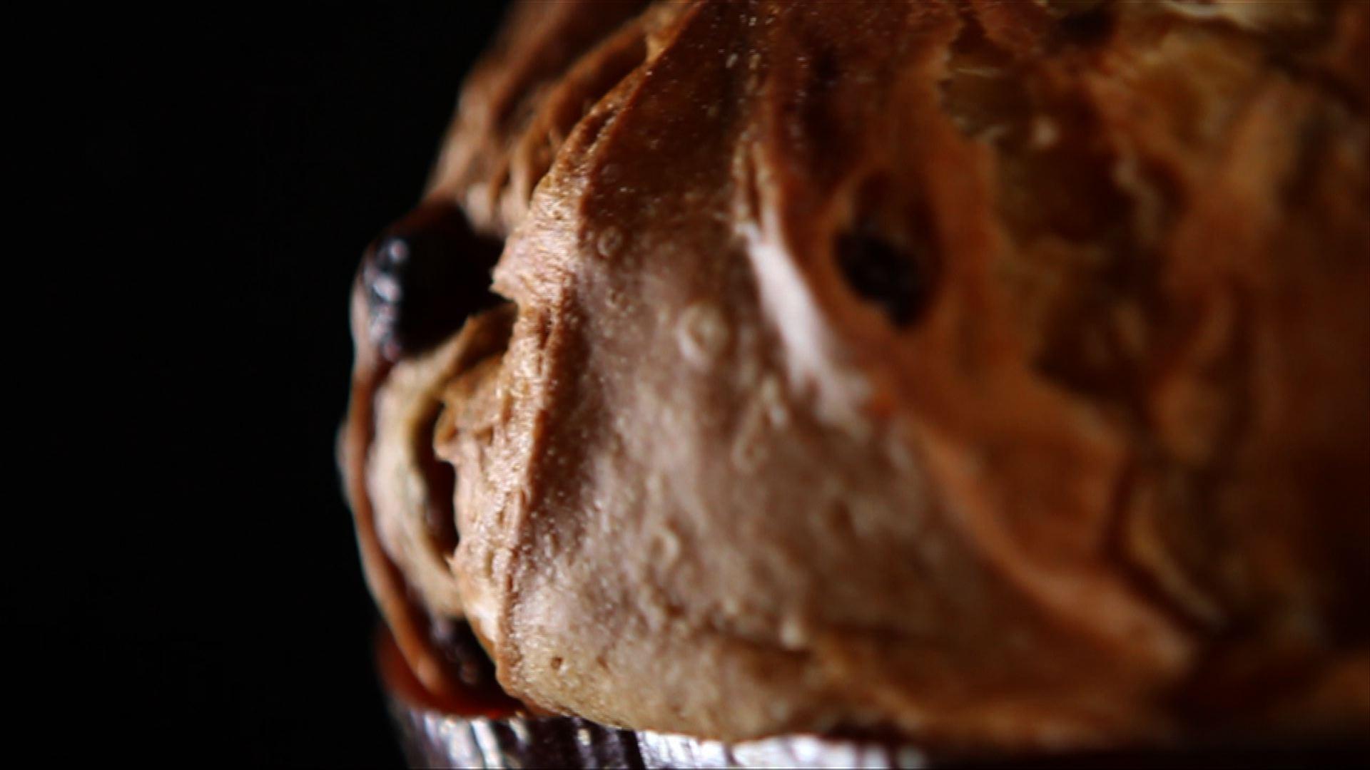 """Il pane della comunità</br><span class=""""sT"""">Panettone artigianale della tradizione milanese</span>"""