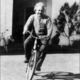Einstein in bicicletta
